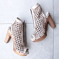 sbicca - nitra - leather woven caged sandal - white
