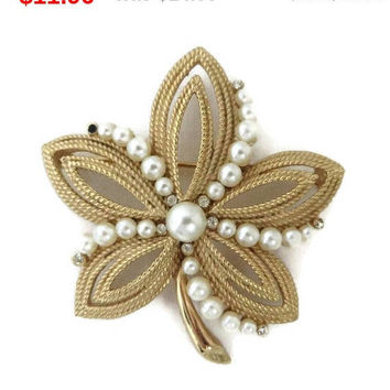 ON SALE! Vintage Trifari Gold Tone Faux Pearl Flower Brooch, Five Leaf Brooch Designer Signed Costume Jewelry Gift Idea