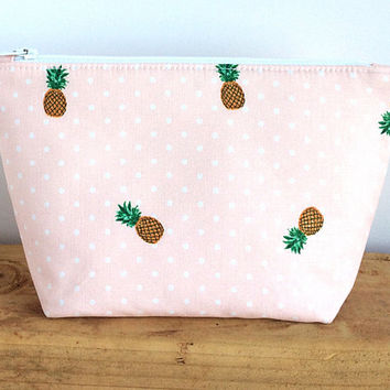 Pineapple Makeup Bag - Custom Gifts - Make Up Bag - Best Friend Gift - Pineapple - Small Cosmetic Bag - Gift for Her - Cute Makeup Bag