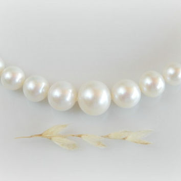 Classic White Pearls - Graduated Pearl Necklace – Single Strand Freshwater Pearls –  Sterling Silver Art Nouveau Clasp - 18 inches