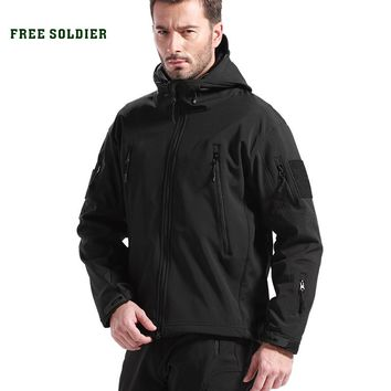 Outdoor Sport Clothing For Men Camping Climbing Hiking Jackets Softshell Fleece fabric Instant Waterproof