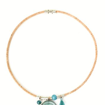 Necklace With Emerald Green Pendant (Beige)