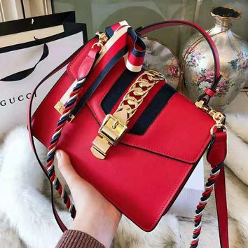 GUCCI 2018 new metal lock ribbon double shoulder strap shoulder portable Messenger bag