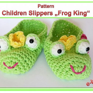 "Children Slippers ""Frog King"" Pattern"