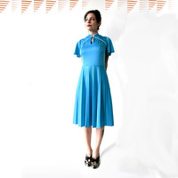 vintage 70s teal blue dress with mandarin collar and keyhole neck. pleated skirt. size medium