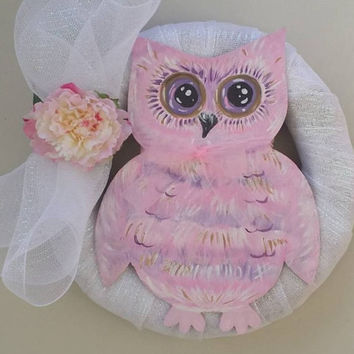 Pink & White Wooden Owl Wreath, Owl wood Wall Decor, Owl Wreath, Deco Mesh Fun Owl Gift and Wall Decor, Hand crafted painted Owl Wreath