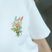 LIL FLOWER EMBROIDERED TEE