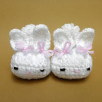 Newborn Hoppy Baby Bunny Slippers/White Baby Shoes/Baby Booties/Crocheted Baby Shoes/Baby Girls Bunny Slippers/Infant/ SIZE:0-6 months