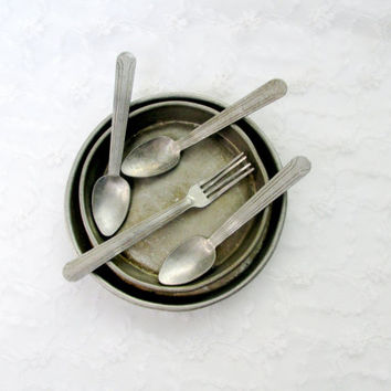 1930's Tin Doll House Dishes Bakeware Silverware Six Piece Set Early Vintage Collectible Gift Item 2138