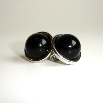 Vintage Avon On Earrings Black And Silver Round Sign