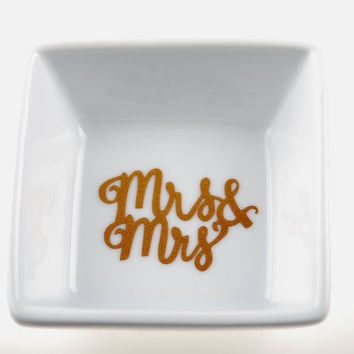 Mrs & Mrs Dish / Wedding Ring Dish / Monogrammed Ring Dish / Personalized Ring Dish / Personalized Jewelry Dish / Monogrammed Jewelry Dish