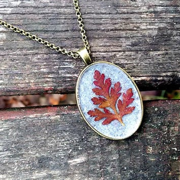 Real leaf necklace - Red Herb Robert leaf - Pressed autumn leaf jewelry - Nature inspired necklace - Botanical pendant - Oval bronze pendant