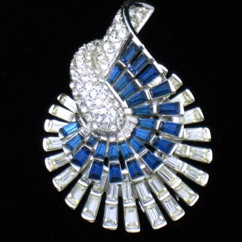 MB Boucher Phrygian 1949 Sapphire Ice Rhinestone Baguette Fur Clip Pin