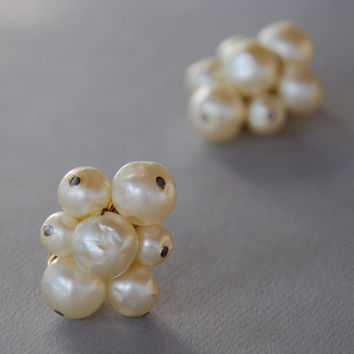 Vintage Hattie Carnegie Clip Earrings Faux Baroque Pearls Cluster Large Statement Wedding Prom 1950's // Vintage Designer Costume Jewelry