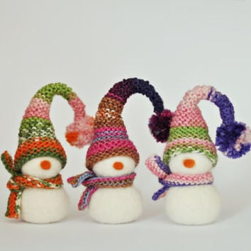 Ready to ship - Needle felted Christmas decoration - Snowman with knitted hat and scarf - Eco wool / Colourful yarn / Christmas ornament