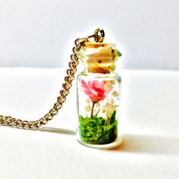 Terrarium Necklace, Flower Terrarium, Dried Flower Necklace, Terrarium Jewelry, Real Flowers, Preserved Moss, Miniature Terrarium