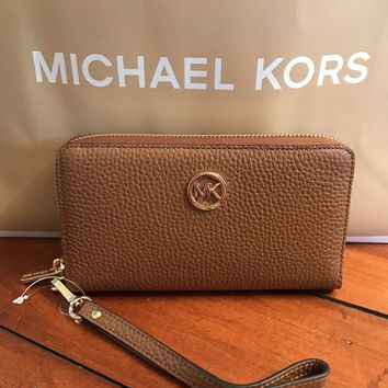 Michael Kors Fulton Flat MF Phone Case Leather Wristlet /Wallet in Luggage NWT