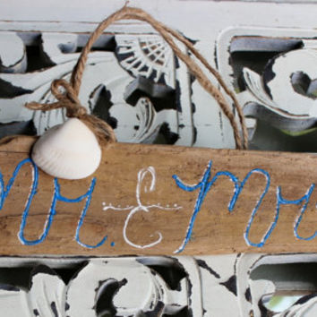 Photo Prop Mr and Mrs Driftwood Sign , Hand Painted - Rustic Wedding, Beach Theme Wedding Decoration