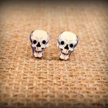Skull Earrings - Skull Jewelry - Cranium Earrings - Creepy Earrings - Laughing Skull - Halloween Skull - Vintage Art - Plastic Earrings