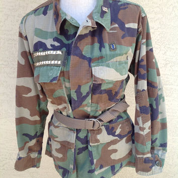 Army Camo Military Jacket Studded Includes Optional Belt  and US Pin Size Medium Authentic Armed Forces Uniform