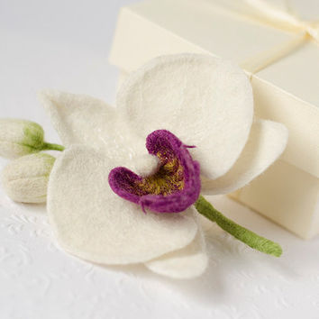 White Orchid Brooch / orchid pin / white boutonniere / corsage brooch / orchid jewelry / handmade felted flowers pins / white flower jewelry