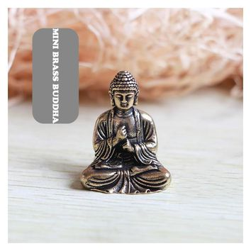 Mini Portable Vintage Brass Buddha Statue Pocket Sitting Buddha Figure Sculpture Home Office Desk Decorative Ornament Toy Gift