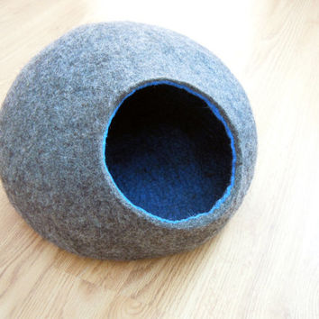 Pet bed / Cat bed / Cat cave / puppy bed / cat house / pet furniture. Beige color felted cat bed S, M, L or XL sizes