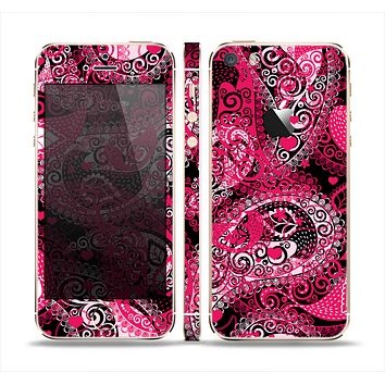 The Pink & White Paisley Pattern V421 Skin Set for the Apple iPhone 5s
