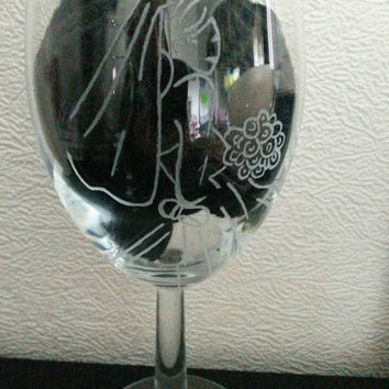 Hand engraved large wine glass, bridal design,bride to be, Mrs to be, Red wine, white wine, wine o'clock, bird glass, birthday gift for her