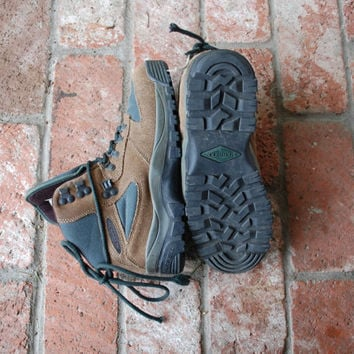 Vintage Womens 9.5 Merrell Rei Monarch IV Brown Green Leather Hiking Boots Lace Up Hiker Mountaineering Alpine Moto Peak Trekking Outdoor