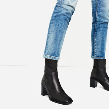 LEATHER HIGH HEEL ANKLE BOOTS DETAILS