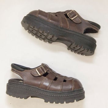 SALE 90s  Brown  Chunky Platform sandals • 1990s  grunge • club kid • shoes cut out clogs closed toe