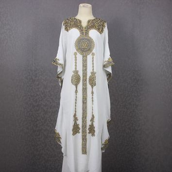 Fancy Batwing Style White Kaftan Dress Dubai abaya Caftan Dress Moroccan Evening Summer Wear Party Kaftans Maxi Gold Embroidery dress