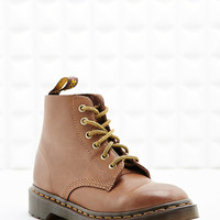 Dr. Martens Rugged 6-Eyelet Boots in Tan - Urban Outfitters