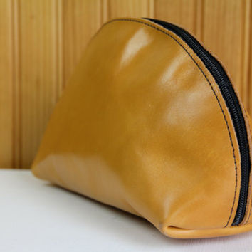 Leather 1970s Brown Zip Around Travel Bag // Toiletry Pouch Case