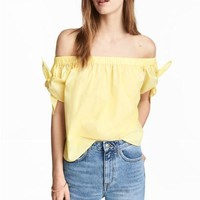 Off-the-shoulder blouse - Light yellow - Ladies | H&M GB