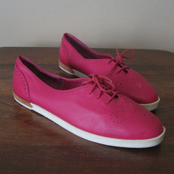 Bandolino Shoes / vintage 80s Shoes / Hot Pink Shoes / Lace Up Shoes / Womens Oxfords / Womens Brogue Shoes / Leather / Cut Out Shoes / 11