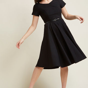 Back to Classic Short Sleeve Midi Dress