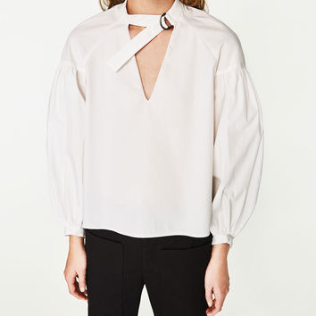 TRENCH-STYLE TOP WITH BUCKLE