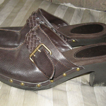 vintage womens brass studded platform clogs brown leather strap with buckle size 10