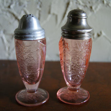 Vintage Pink Depression Glass FLORAL Salt And Pepper Shakers Jeannette Glass Company