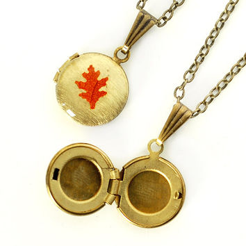 Tiny Real Leaf on Vintage Locket - Oak Leaf, Antiqued Brass Chain, Autumn Leaves, Fall Wedding, Bridesmaid Bridal Party Gift
