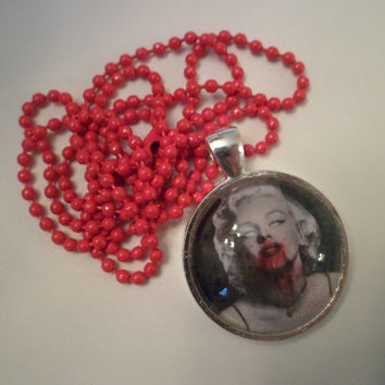 Bloody Marylin Monroe necklace