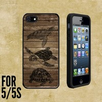 Sea Turtles Art on Wood Custom made Case/Cover/skin FOR Apple iPhone 5/5S - Black - Rubber Case + FREE SCREEN PROTECTOR ( Ship From CA)