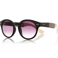 River Island Womens Black stripe arm round sunglasses
