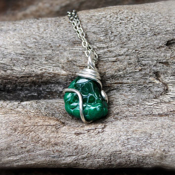 Raw Malachite Necklace // Green Stone Jewelry // Wiccan Necklace // Healing Stone Wicca Jewelry // Bohemian Necklace // Gypsy Boho Jewelry