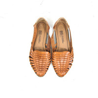 Tan Brown Leather Huaraches Slip On 80s Moccasins Boho Sandals Vintage Summer Flats Cut Out Woven Sandals Flats Womens Size 7