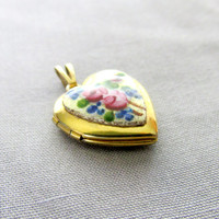Rose Floral Heart Locket On White Porcelain Center Plate Gold Tone Vintage Collectible Gift Item 2149