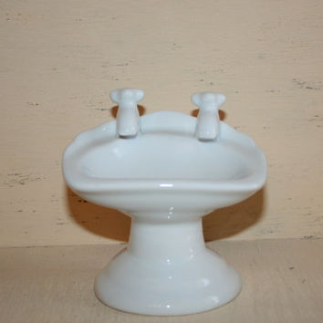 White Porcelain Sink Soap Dish Old Fashion Pedestal Sink Bathroom Decor Vintage Sink Water Works Bathroom Soap Dish Retro Gift idea