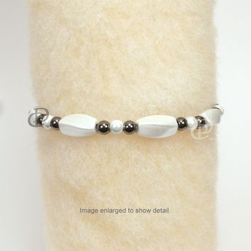 Magnetic Bracelet High Power Pearl White Twist Beads, Back Beads and 5000 Gauss Clasp
